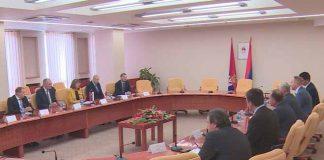 Čubrilović je nakon sastanka izjavio da je saradnja dva parlamenta u ovom sazivu NSRS najbolja od nastanka Republike Srpske. Čubrilović je istakao uspješnu saradnju Srpske i Srbije, ne samo na političkom, već i na ekonomskom planu. - Mnogo je značajnih projekata, kako infrastrukturnih, tako i onih u energetskom sektoru - rekao je on. Gojkovićeva je najavila održavanje još jednog sastanka rukovodstva dva parlamenta, rekavši da će tada biti formirana zajednička komija najviših zakonodavnih tijela Srpske i Srbije. - Zadatak komisije biće kontrola zajedničkih projekata. Takvu saradnju Srbija ima sa Rusijom - rekla je ona. Gojkovićeva će se danas sastati i sa predsjednikom Srpske Miloradom Dodikom i premijerkom Željkom Cvijanović. Zamjenik generalnog sekretara Skupštine Srbije Branko Marinković i generalni sekretar Narodne skupštine Srpske Marko Aćić potpisaće danas usaglašeni memorandum o saradnji službi dva parlamenta, najavljeno je iz parlamenta Srpske.
