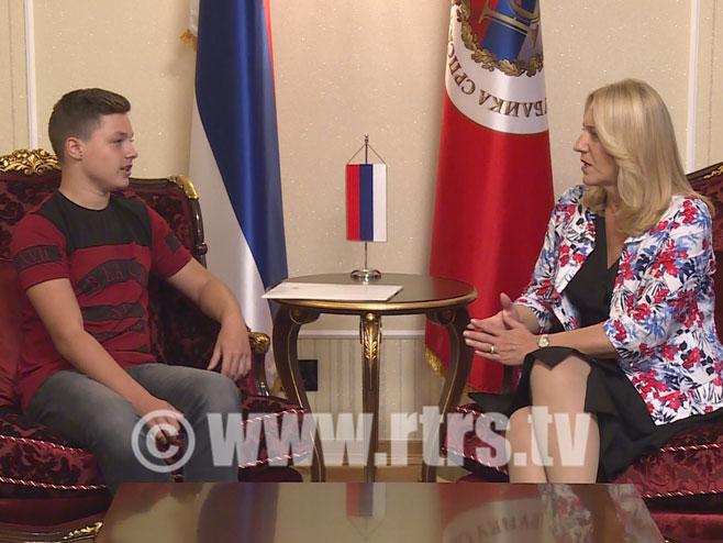 Dječak Dejan, čiji je projekat prihvatila NASA sa predsjednicom Srpske (FOTO)   Infosrpska