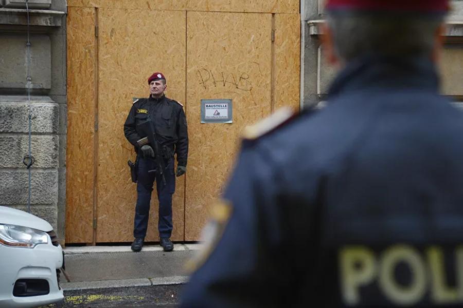 Turci upali i demolirali crkvu u Beču /foto/ | Infosrpska